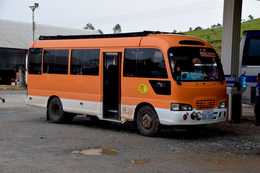 Bus nach Lak Sao