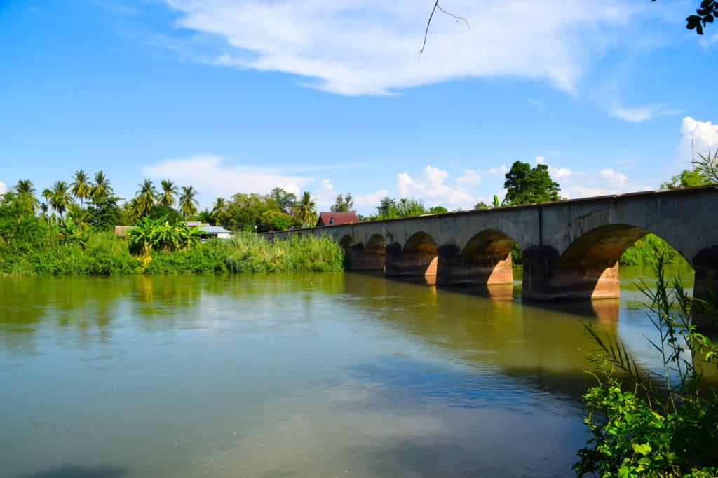 Eisenbahnbrücke zwischen Don Det und Don Khon
