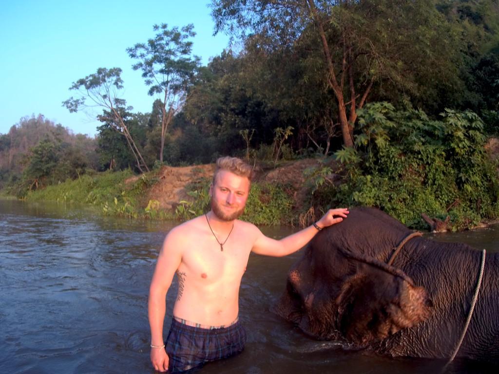 Elefantenbaden